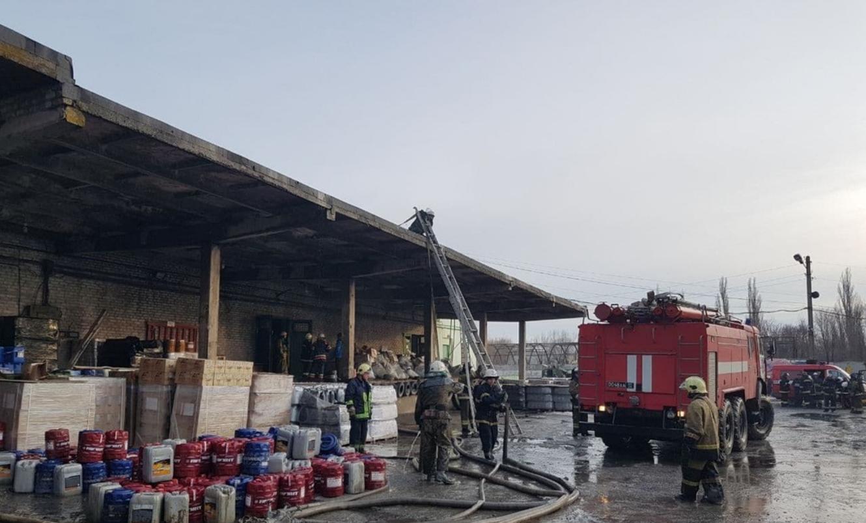 В Луганске горит склад горюче-смазочных материалов, - ФОТО, фото-4