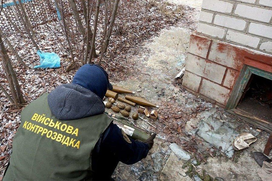 В Луганской области в заброшенном доме нашли тайник с боеприпасами, - ФОТО, фото-4