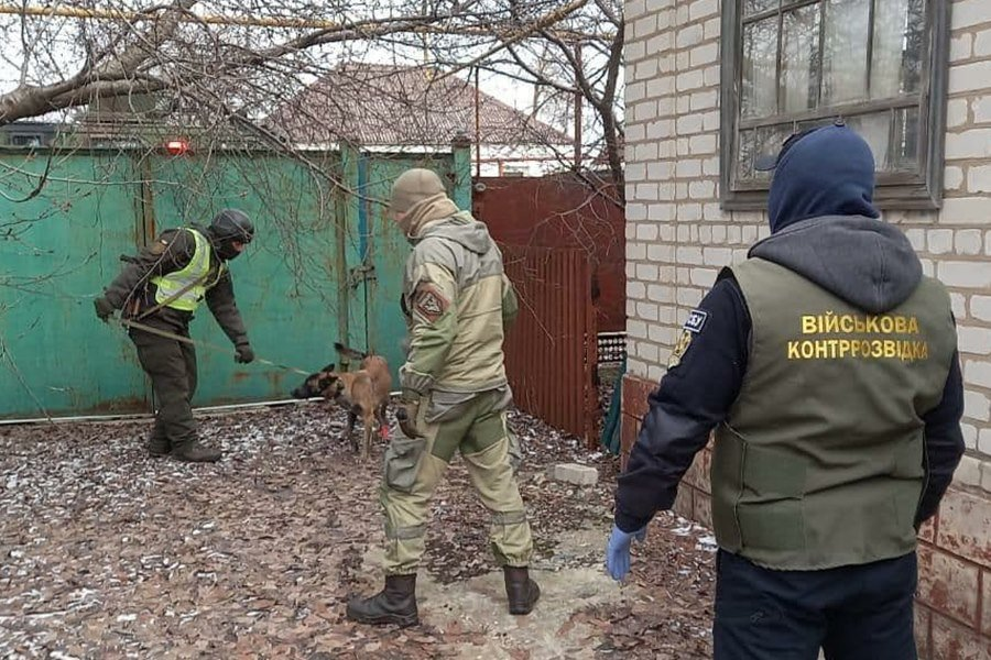 В Луганской области в заброшенном доме нашли тайник с боеприпасами, - ФОТО, фото-1