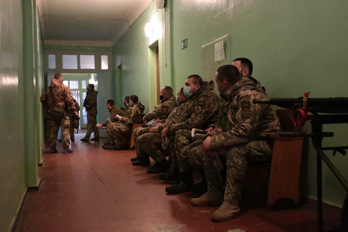 В Луганской области началась вакцинация от коронавируса военных сил ООС, - ФОТО, фото-5