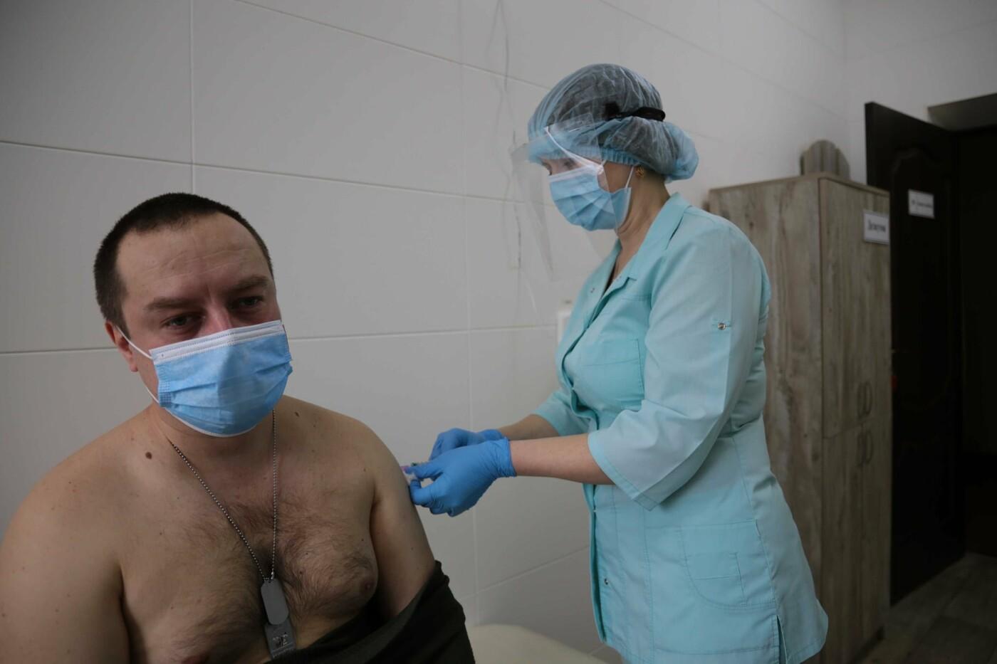В Луганской области началась вакцинация от коронавируса военных сил ООС, - ФОТО, фото-1