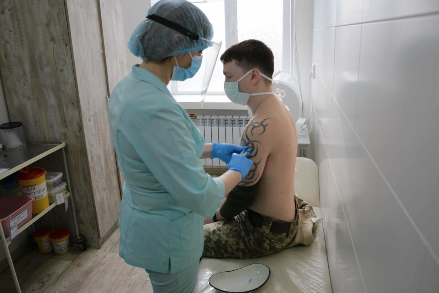 В Луганской области началась вакцинация от коронавируса военных сил ООС, - ФОТО, фото-3