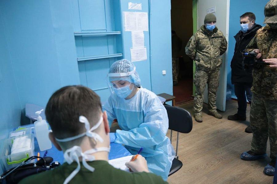 В Луганской области началась вакцинация от коронавируса военных сил ООС, - ФОТО, фото-4