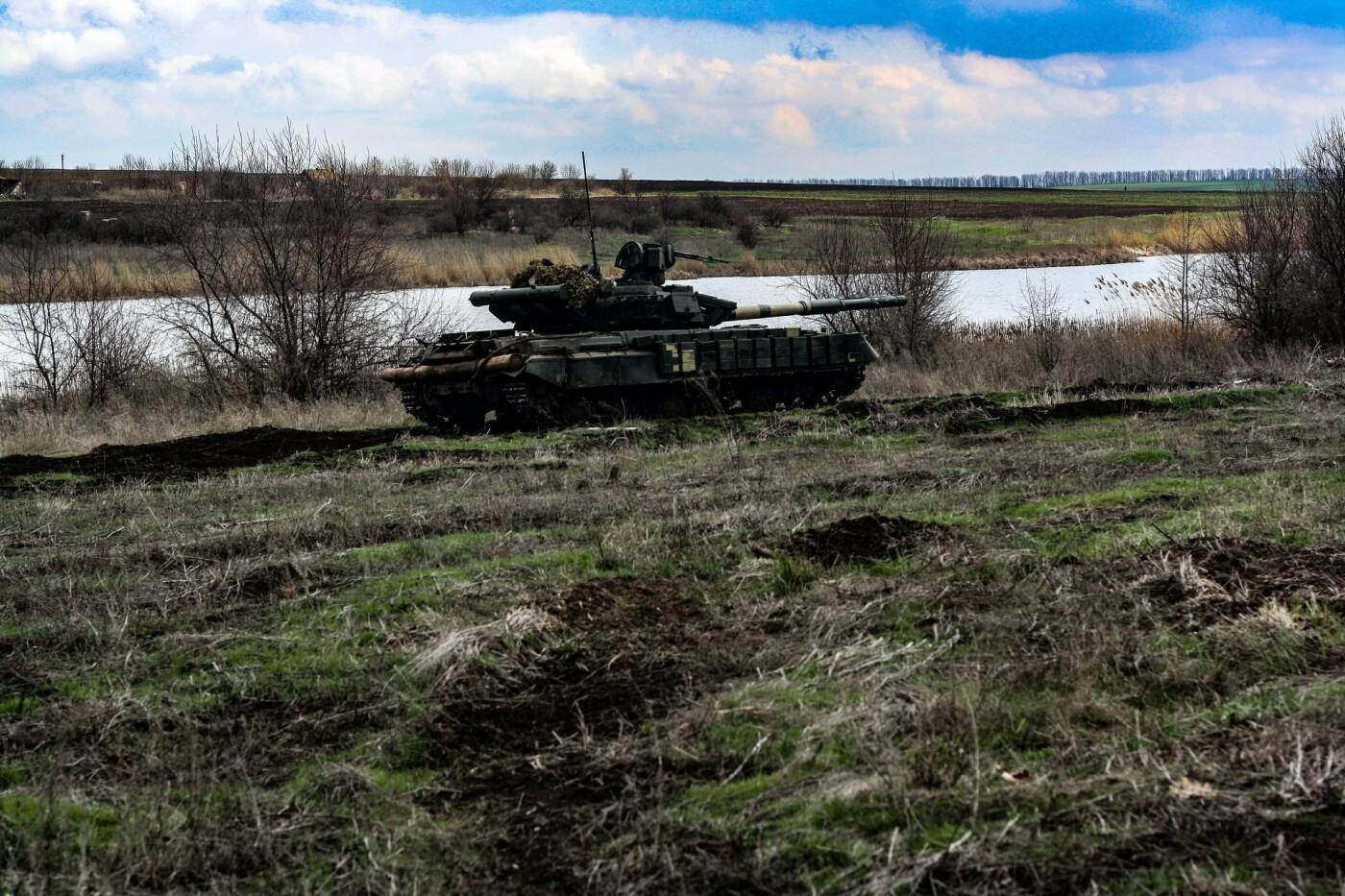 На Донбассе украинские танкисты провели учения, - ФОТО, фото-3
