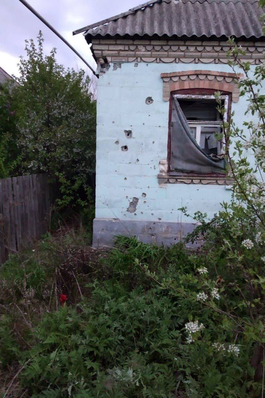 Российские оккупанты обстреляли из артиллерии Марьинку: повреждено шесть жилых домов, - ФОТО, фото-9