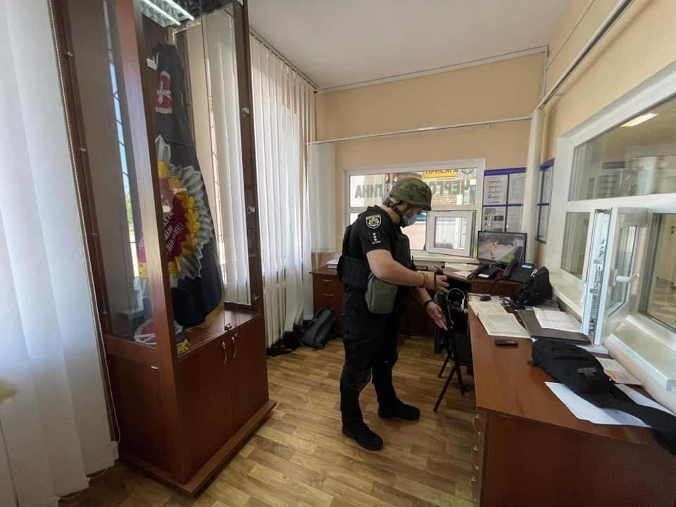 Из двух вузов в Северодонецке срочно эвакуируют людей, - ФОТО, фото-2