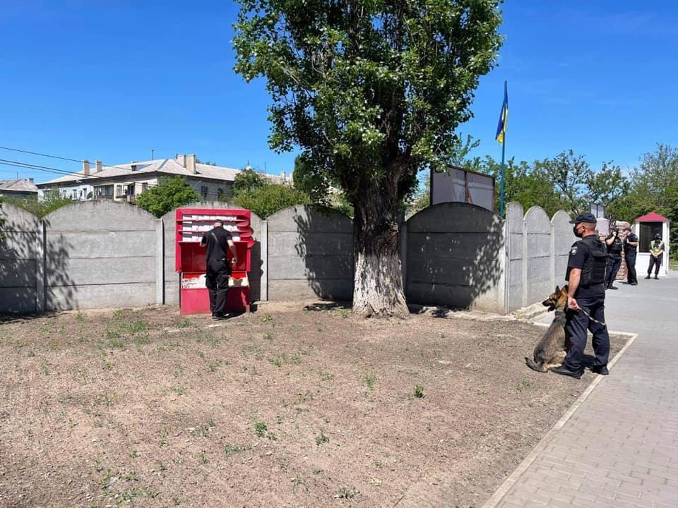 Из двух вузов в Северодонецке срочно эвакуируют людей, - ФОТО, фото-4