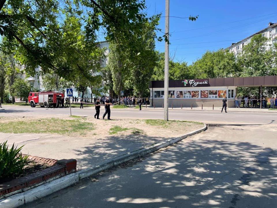 Из двух вузов в Северодонецке срочно эвакуируют людей, - ФОТО, фото-8