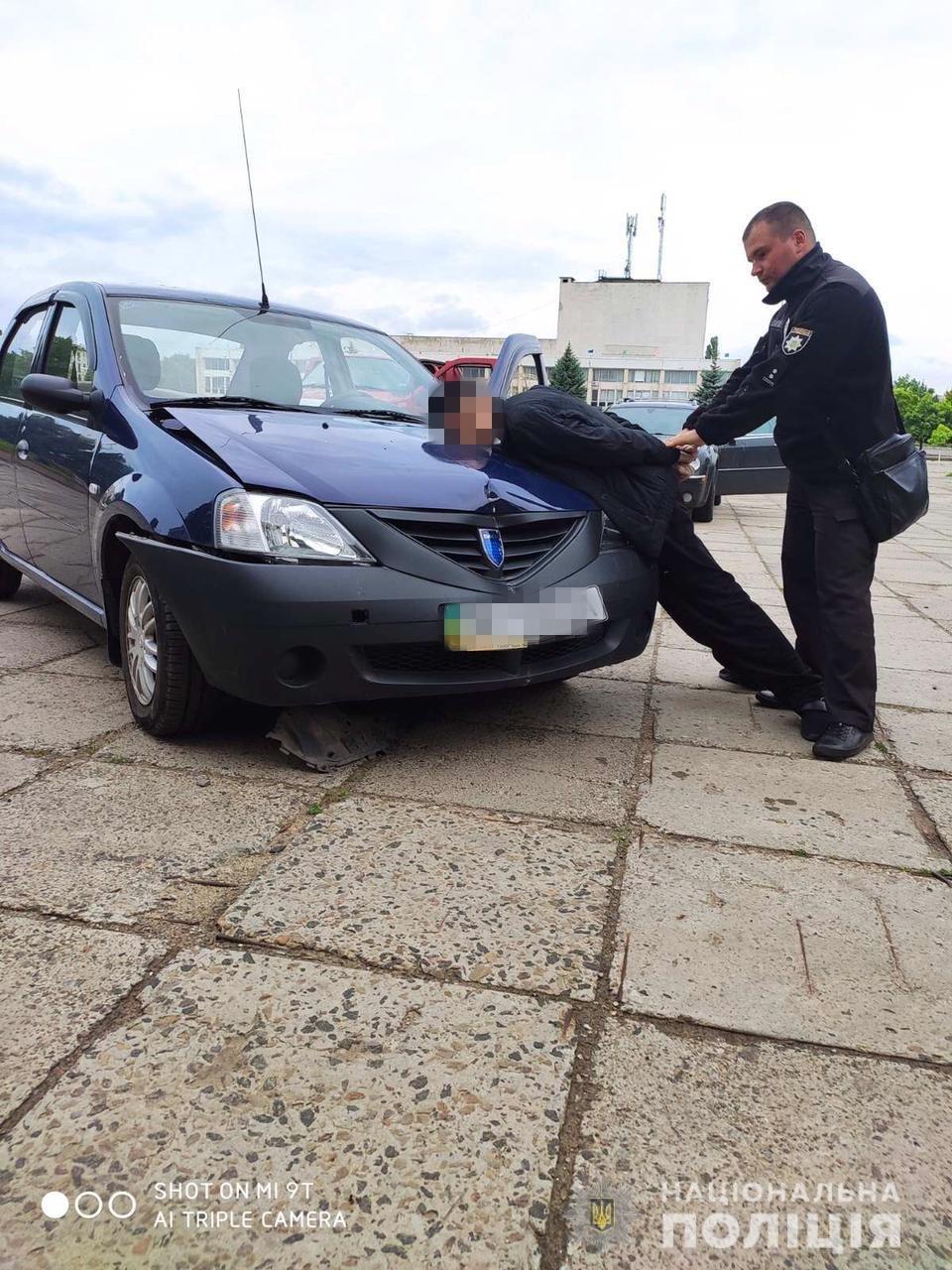 В Рубежном водитель совершил наезд на одного полицейского и угрожал топором другому, - ФОТО, фото-2