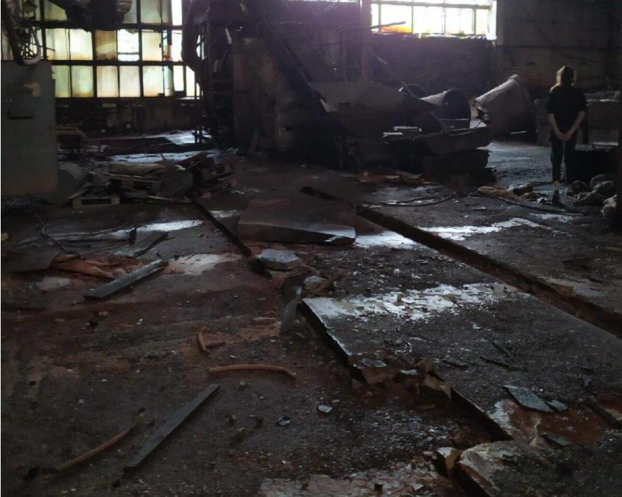 В оккупированном Луганске разграбили аккумуляторный завод, - ФОТО, фото-1
