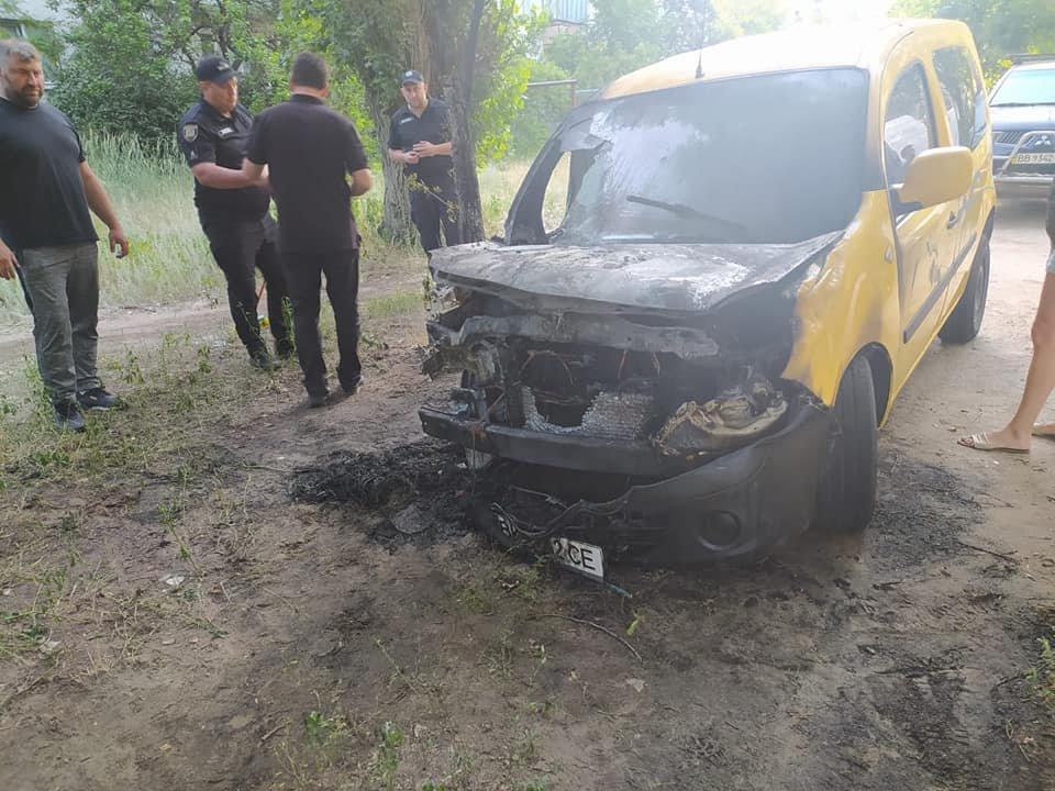 В Рубежном ночью загорелся автомобиль, - ФОТО, фото-1