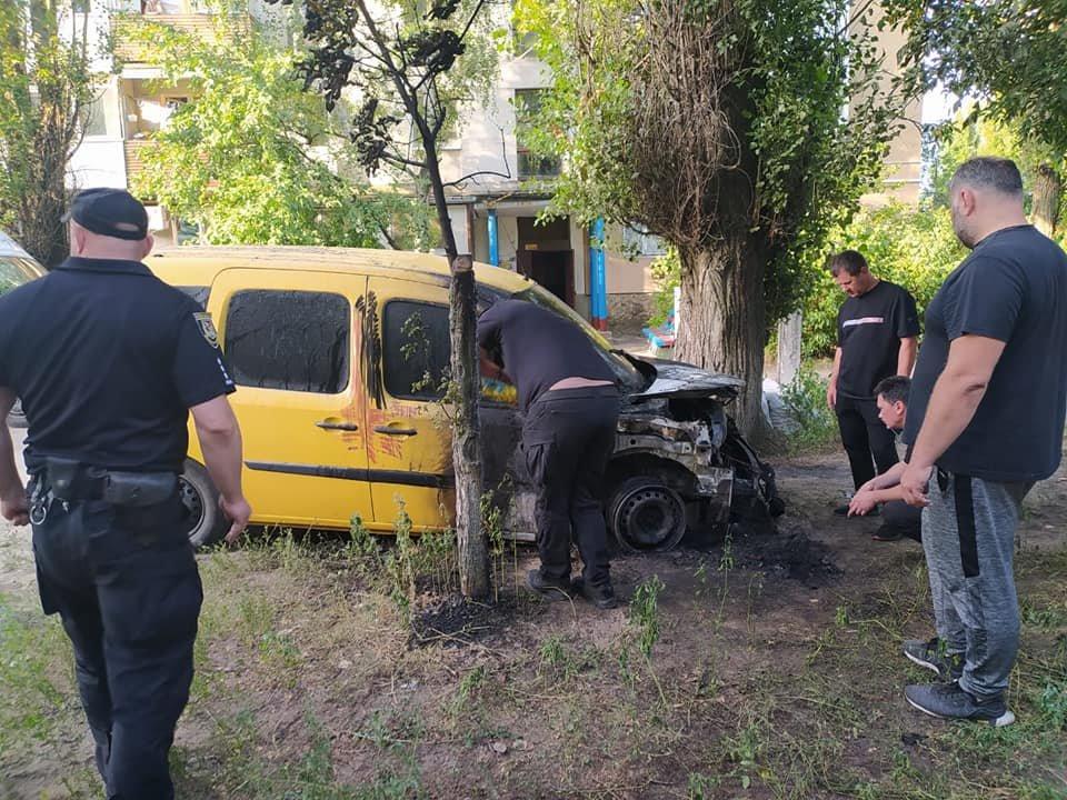 В Рубежном ночью загорелся автомобиль, - ФОТО, фото-2