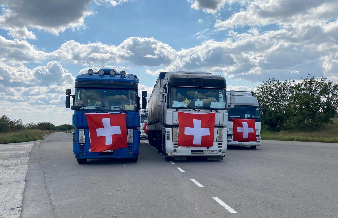 Швейцария направила в ОРДЛО 144 грузовиков с гумпомощью, - ФОТО, фото-3