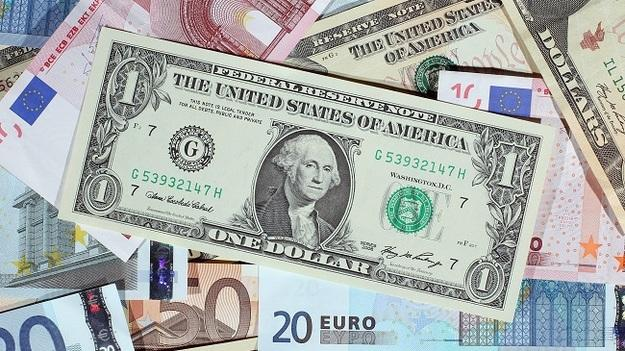 Курс евро превысил 72 рубля впервый раз  с26сентября 2016г